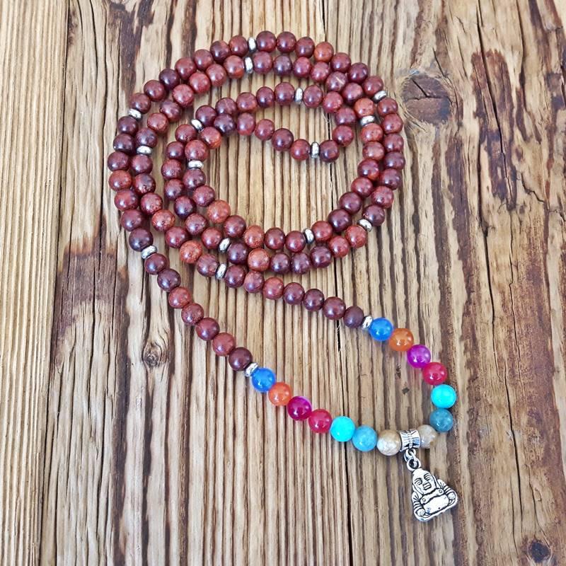 b1e244ad9385f4 Très tendance, les malas et les bracelets zen, ces colliers/bracelets en  pierres semi-précieuses, en bois ou en graines, ont beaucoup de succès.