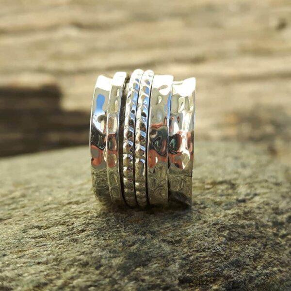 Bague tournante en argent martelé - 4 anneaux