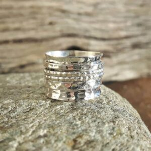 Ring in hammered silver