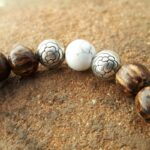 Serenity bracelet wood, howlite and lotus pearls - Omyoki