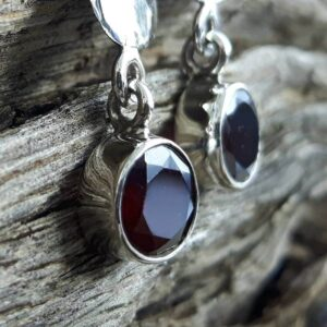 Long garnet earrings - Omyoki