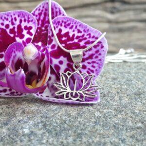 Silberner Lotusblumenanhänger - Omyoki