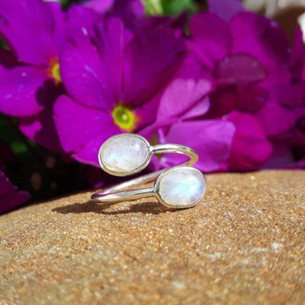 Verstellbarer Ring aus silbernem Mondstein