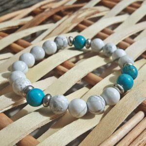 Bracelet in natural turquoise and howlite