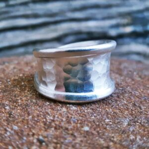 Hammered silver ring LÏN