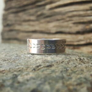 Silver ring engraved STEP BY STEP