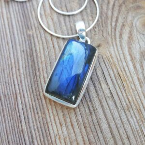 Pendentif labradorite bleue GEO