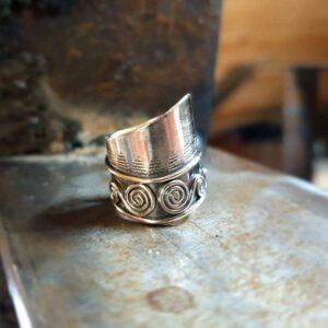 Ethnisch verstellbarer Silberring