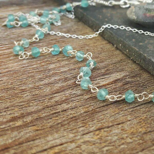Halskette aus blauem Apatit BLUME DES LEBENS