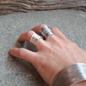 Geribbelde ring in fijn zilver