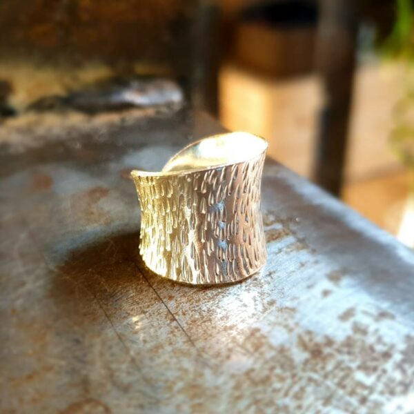Ribbed ring in fine silver