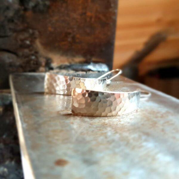 Boucles d'oreilles en argent martelé