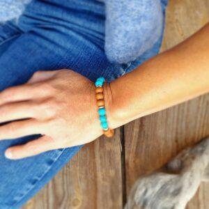 Armband aus Türkis und Sandelholz