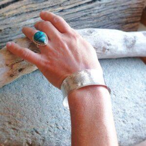 Bracelet argent martelé large